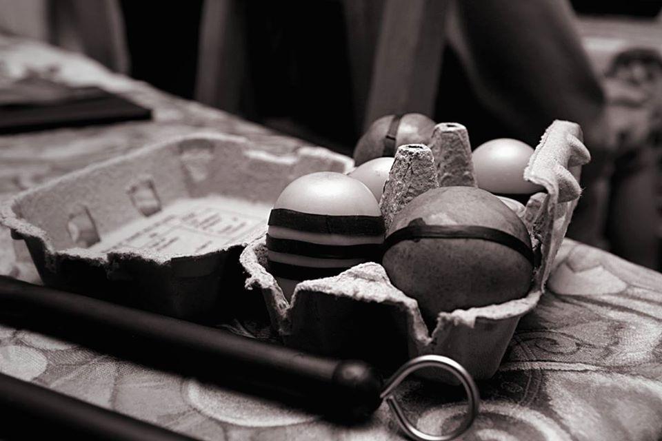 Ranger ses oeufs maracas et percussions dans une boite a oeufs